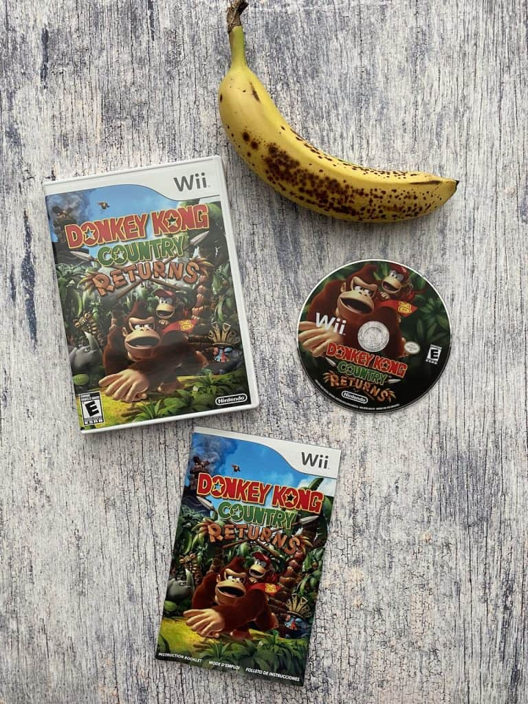 Donkey Kong Country Returns Wii case, disc, manual, and banana