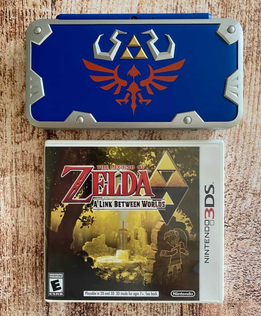 Zelda: A Link Between Worlds and Hylian Shield 2DS XL