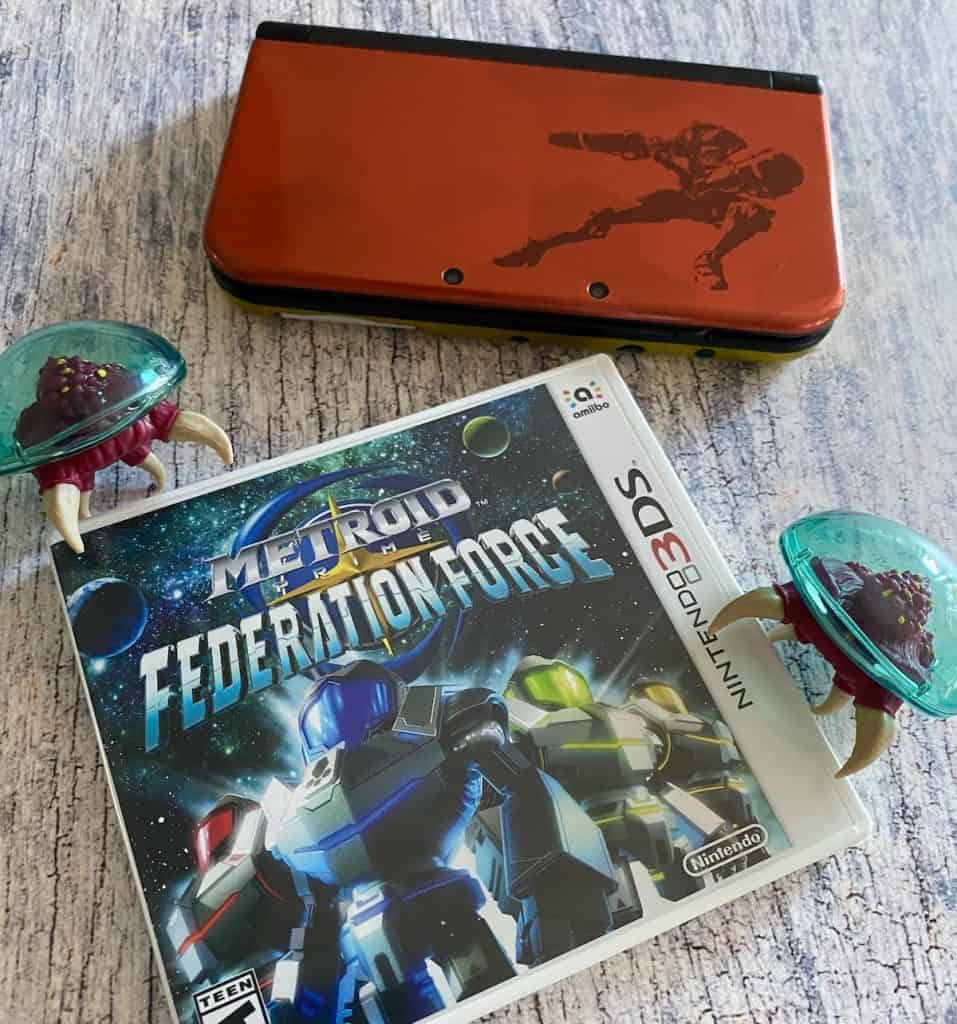 Metroid Prime Federation Force with Samus New 3DS XL and two Metroid figures