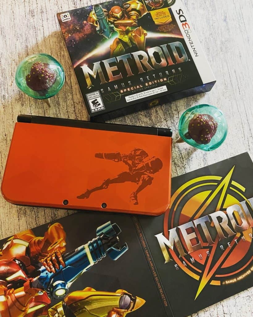 Samus Returns Special Edition box, soundtrack, two Metroid figures, Samus edition New 3DS XL